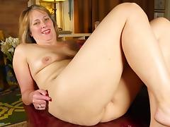 Mature wife and mom with thirsty old cunt