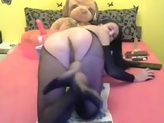 Live Pussy Gaping with the fist