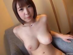 Hot Japanese model shows off her amazing curvy body tube porn video