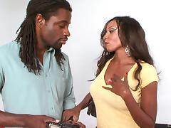Ebony queen Diamond Jackson wants to feel a BBC up her cunt