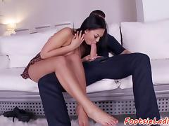 Footfetish euro babe gives footjob