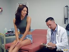 Kara Faux gets licked and pounded and screams from all the pleasure porn tube video