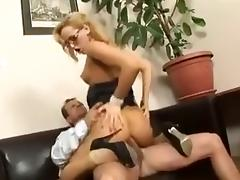 The secretary gives suck boss porn tube video