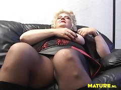 Bettanie stretching and rubbing her mature pussy that is soaking wet tube porn video