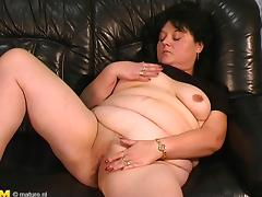 Well-covered babe Aranka toying her cooch and grabbing a cock to suck