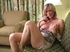 Sexy mom shows Tits