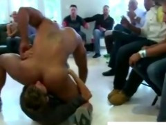 Muscley amateur stripper gets sucked off