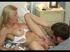 Blonde MILF likes to Deepthroat