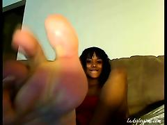 Woman Leyomi- Sweaty Feet