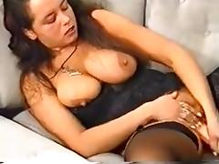 Curvy MILF fucks herself with a huge toy porn tube video