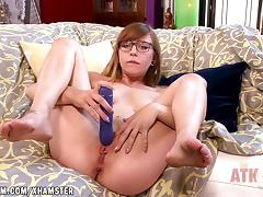 Ariel Skye stretches her hot holes with toys porn tube video