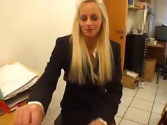 Bewerbung von blonder Schlampe endet mit Schwanzluschen! porn tube video