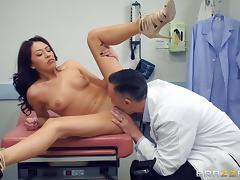 horny gynecologist nails sexy chick in the hospital tube porn video