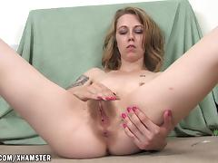 Izzy stretches and spreads porn tube video
