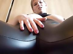 Erniedrigung in Lederleggins 2 Cameltoe tube porn video