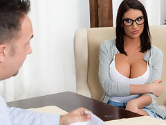 August Ames & Keiran Lee in Getting Off The Waitlist - Brazzers