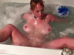 Boltonwife masturbates in the tub porn tube video