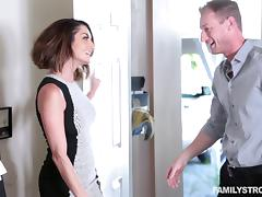 Kendall Kross seduces a handsome photographer for a fuck tube porn video