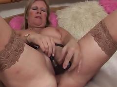 Masturbating mature porn tube video