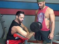Bareback hungry bottom gym fuck porn tube video