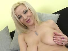 Posh mature mom with saggy tits and hungry cunt porn tube video