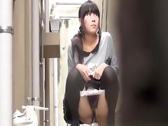 Japanese women pissing beyond a building porn tube video