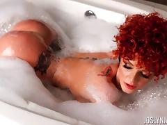 Redhead Joslyn James displaying her nice ass while taking bath