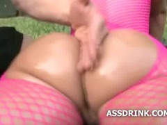 Booty babe sucking cock while she shakes her ass