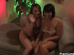 Lesbi pussy licking fun on webcam