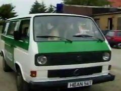 2 Polizisten ficken im Dienstwagen tube porn video
