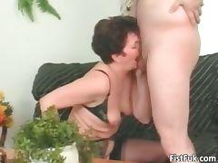 Mature slut having great pussy fisting part4