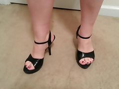 whore Lateshay black mini and heels