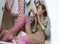 Natashas butt pleasure and fingering tube porn video