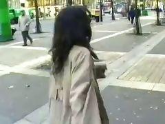 Belle et jeune Hawaiene exhib dans Paris tube porn video