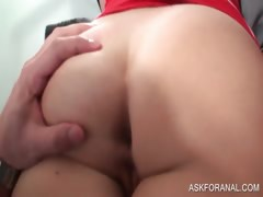 Blondie amateur gets anillingus in bed