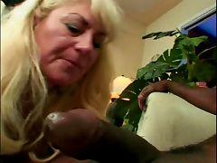 Nalgona mamadora y puta Dana Hayes se traga leche negra tube porn video