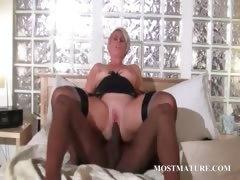 Mature bitch loves black dick in her cunt tube porn video