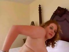 Amateur girl gets fucked on bed