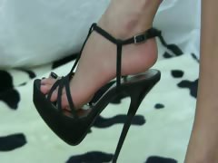 Barefoot Black Shoe tube porn video