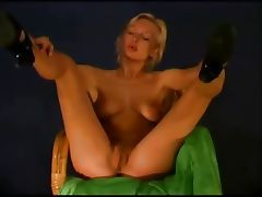 Delicious naked blonde tube porn video
