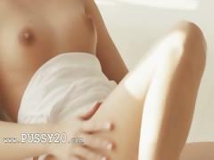 brunette sexy masturbating pussy