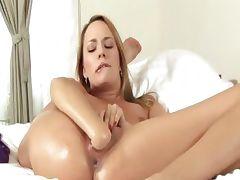 Blonde model vagina fisting herself