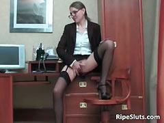 Slutty mature secretary gets hot pussy tube porn video