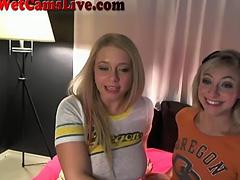 2 Webcam Lesbians Get Each Other Off