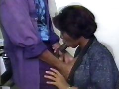 OLD SCHOOL VID BUT THIS BLACK MATURE LOOKS GOOD AS HELL tube porn video