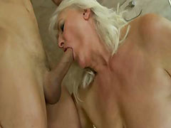 Mature amateur granny sucks then fucked by this lucky guy