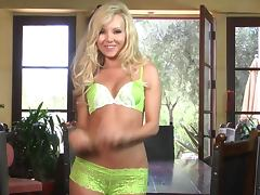 Smoking hot blondie Aaliyah Love gives a solo show
