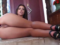 Jynx Maze Knows How to Party Alone