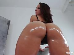 Oiled Up Jada Stevens Seduces Guy For A Hardcore Fuck tube porn video