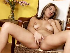 Luscious babe plays with her smooth pussy until she cums